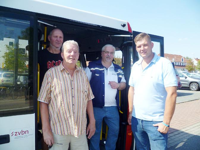 Bus mit Vorstand und neuem Konzessionär